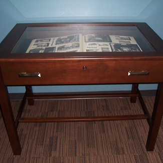 Table w/Pullout Drawer